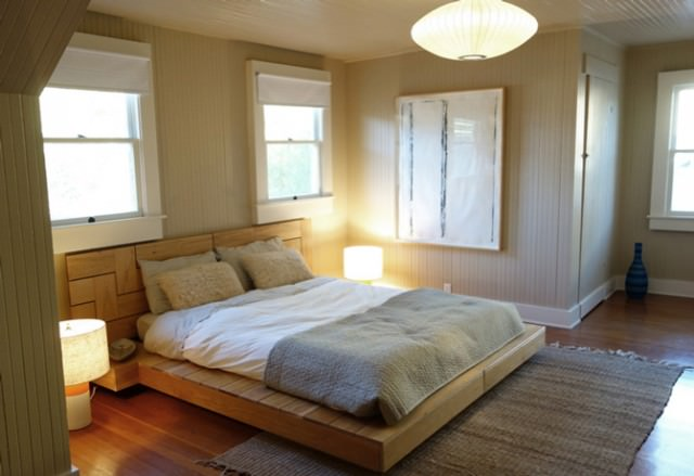 Simple bed linens are best in vacation rentals