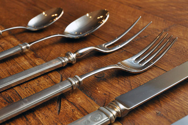 Recommended flatware in a vacation rental