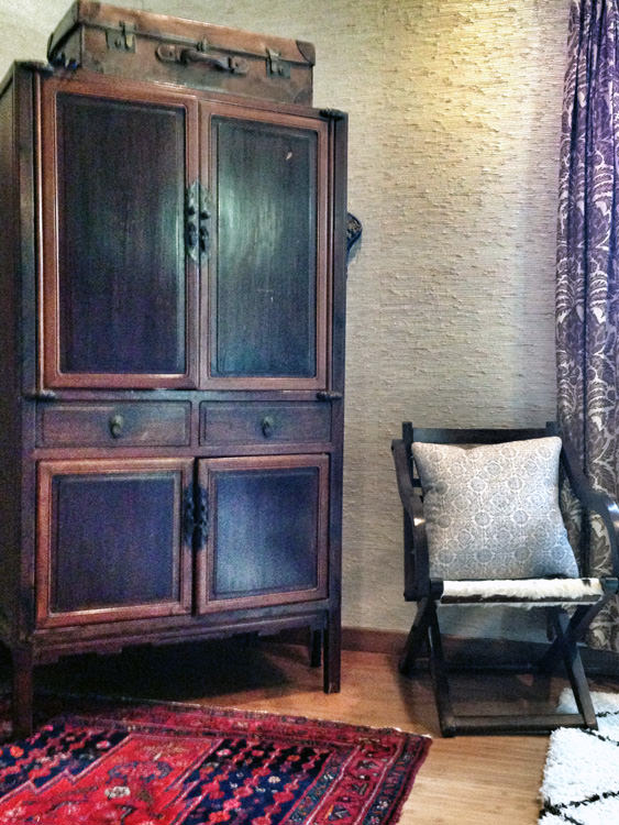 Armoire with Asian flavor